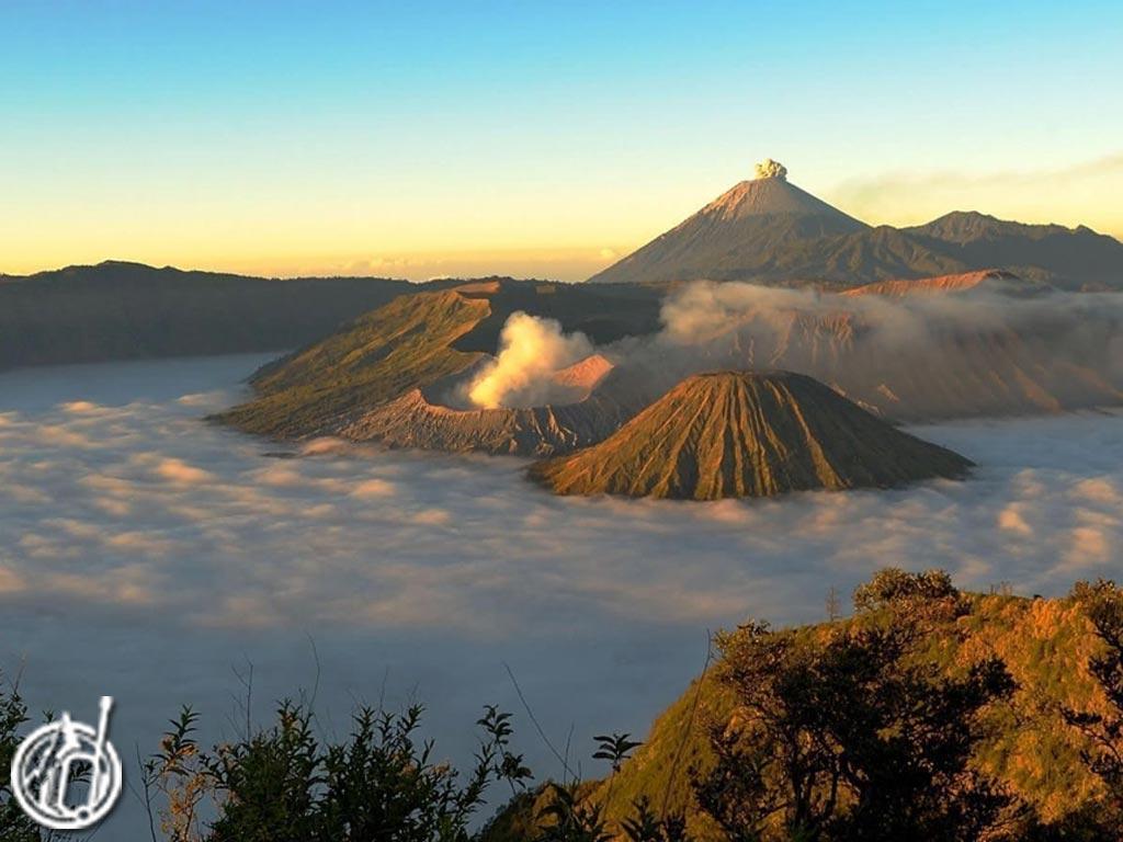 Bromo-Sunrise-Tour-East-Java-Tourism-odifatour.com