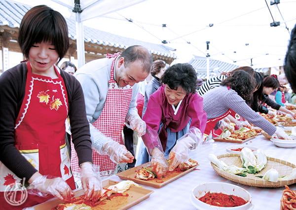 Membuat Kimchi Kuliner Korea Selatan-odifatour