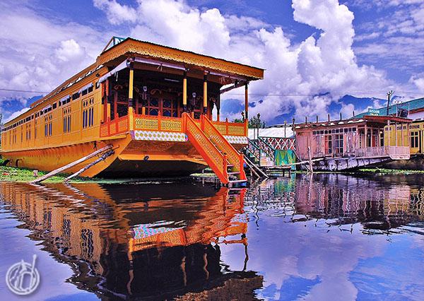 Menginap di Houseboat Srinagar